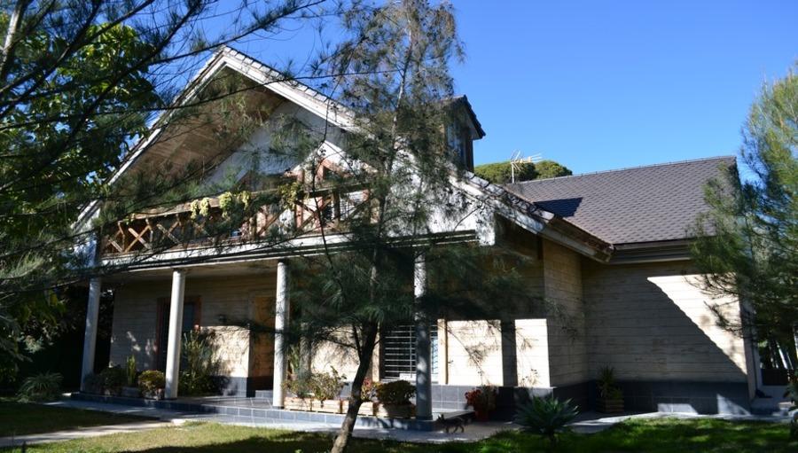 Villa For sale Hinojos