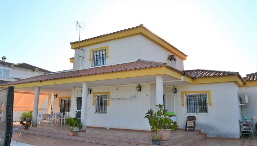 Villa 4 Bedroom  For sale